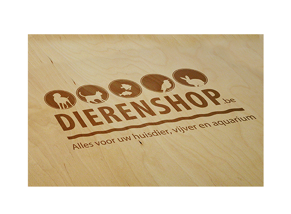 Dierenshop logo hout mockup
